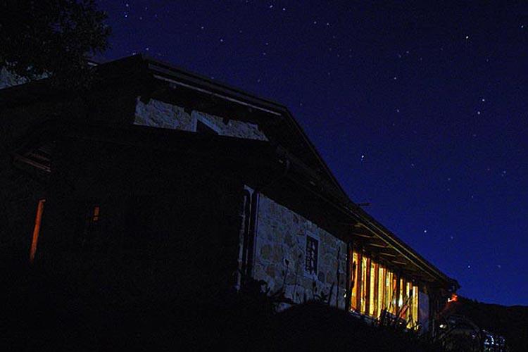 rifugio alpino notte